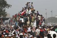 Переполненные поезда в Бангладеш (ФОТО)