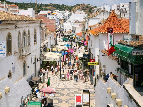 Албуфейра – пляжный мегаполис Португалии