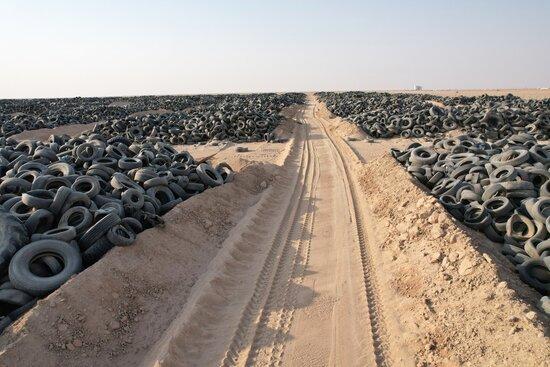 Самое большое в мире кладбище шин. Тут их более 50 миллионов
