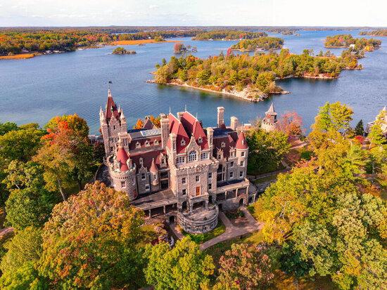 Замок Болдт — это рассказ о настоящей любви и трагедии, спрятанный на маленьком острове в штате Нью-Йорк
