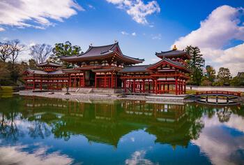 Храм Бёдоин — яркий пример буддийской архитектуры Чистой Земли (Дзёдо)