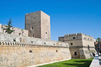 Итальянский замок Кастелло Свево (Castello Svevo)