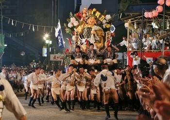 Хаката Гион Ямакаса — один из самых интересных фестивалей Японии