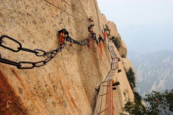 Тропа смерти на горе Хуашан, Китай