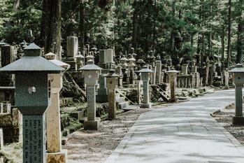 Окуноин — храм, где нашел свой покой Кобо Дайси